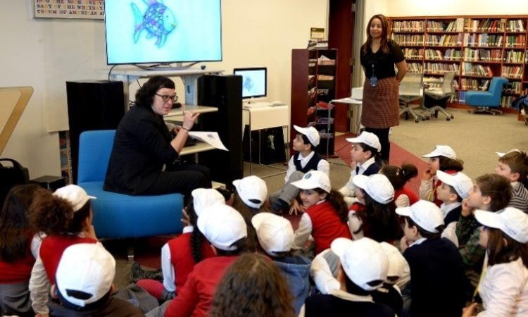 Primary students from l'Integrale school visit the Embassy